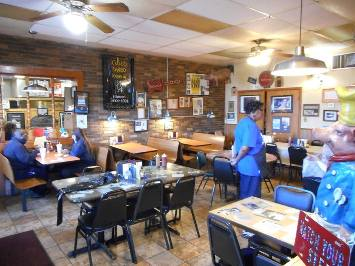 Abe's Bar-B-Q dining room in Clarksdale